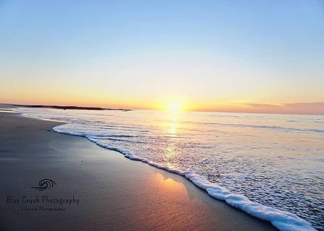 Ahh the serenity! 🌅 Beaut sunrise captured by @bluecrushphotography Enjoy the weekend y'all 🙌🏻 #repost #sunrise #loveshellharbour #naturetherapy #lovewhereyoulive #serenity #visitshellharbour #beaches